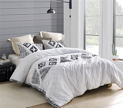 Navy Blowout Textured Twin XL Comforter - White/Navy